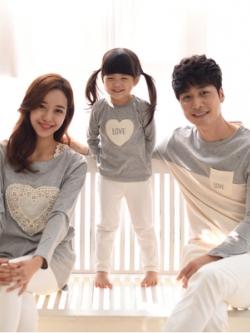 ชุดครอบครัวเซท3ชุด เสื้อแขนยาวแฟชั่นสีเทา แต่งรูปหัวใจ