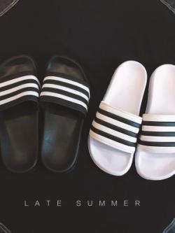 รองเท้าแตะเกาหลี แต่งแถบเส้นคาด เรียบสวย มี2สี