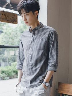 เสื้อเชิ้ตแขนห้าส่วนเกาหลี แต่งลายเส้นตรง มี2สี