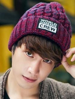 หมวกขนสัตว์เกาหลี แต่งตัวอักษร World Crew มี4สี