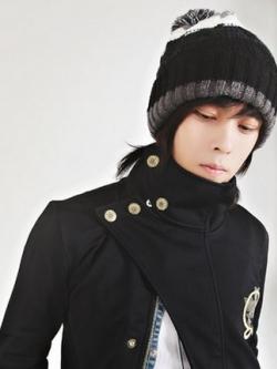 หมวกกันหนาวเกาหลี ไหมพรม สีตามรูป แต่งแถบสีเลเยอร์ ปลายแหลม