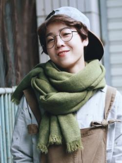 ผ้าพันคอเกาหลี สีพื้น ผ้าหนานุ่มใส่สบาย เรียบหรู มี2สี