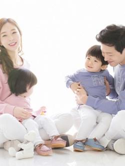 ชุดครอบครัวเซท4ชุด เสื้อแขนยาวแฟชั่น พิมพ์ลายด้านหน้า