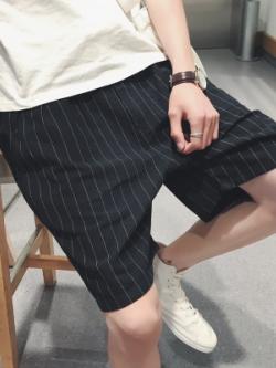 กางเกงขาสั้นเกาหลี สีดำ ลายเส้น ทรงหลวม