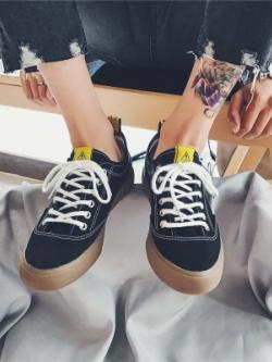 รองเท้าผ้าใบเกาหลี แต่งขอบ สกรีนด้านหลัง มี2สี