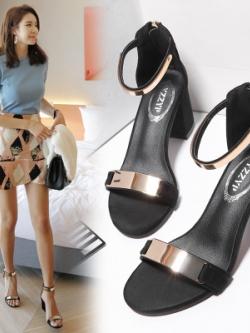 รองเท้าส้นสูงเกาหลี แต่งสายรัดโลหะสวยหรู ทรงเก๋มาก มี3สี