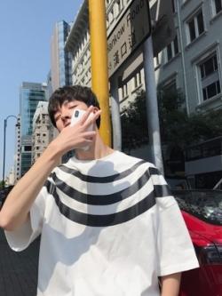 เสื้อแฟชั่นเกาหลี แต่งขอบลายเส้นคาด มี2สี