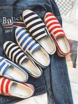 รองเท้าแบบสวมเกาหลี แต่งลายขวาง มี3สี