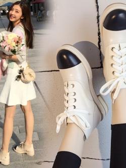 รองเท้าหนังหุ้มส้นแบบผูกเชือก/รองเท้าบู๊ทมาร์ตินส้นเตี้ยแต่งขอบดำด้านหน้า สไตล์ยุโรป