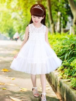 ชุดเด็กแฟชั่นเกาหลี เดรสสั้นเจ้าหญิง แต่งฉลุลายดอกไม้ ฟรุ้งฟริ้ง มี2สี