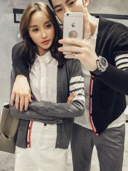 ชุดคู่รักเกาหลี แนวแจ็คเก็ตคลุม แต่งแถบแขนเสื้อ+แถบกระดุม มี2สี