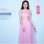 เดรสยาวออกงานแขนสั้นสีชมพู ตัวชุดผ้าถักช่วงเอวด้านหน้าแต่งด้วยมุกสีขาว
