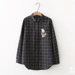 เสื้อเชิ๊ตสไตล์ญี่ปุ่น ลายตารางสีนำ้เงิน ปักลายกระต่ายน้อยที่อกเสื้อ
