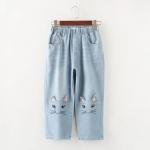 กางเกงยีนส์ขาห้าส่วน แต่งรูปหน้าแมวที่ขากางเกง
