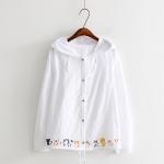 เสื้อคลุมกันลมมีฮู๊ตแบบบาง สีขาว พิมพ์ลายการ์ตูนหมู่แมวที่ชายเสื้อ