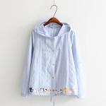 เสื้อคลุมกันลมมีฮู๊ตแบบบาง สีฟ้า พิมพ์ลายการ์ตูนหมู่แมวที่ชายเสื้อ
