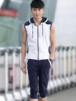 ชุดวอร์มเกาหลีแนวSport มีฮู้ด แต่งขอบ เสื้อแขนกุด+กางเกงขาสั้น มี2สี