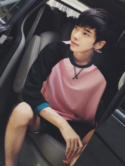 เสื้อแฟชั่นแขนยาวเกาหลี แต่งแขนเสื้อ ดีไซส์กากบาท มี3สี