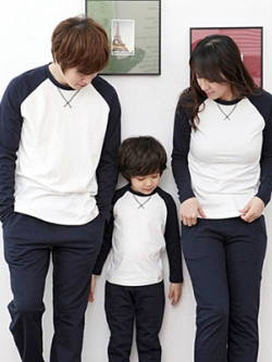 ชุดครอบครัวเซท3ชุด เสื้อแขนยาวแฟชั่น แต่งเส้นคอปกเสื้อ มี2สี