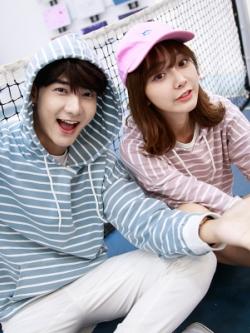 ชุดคู่รักเกาหลี เสื้อแฟชั่นแขนยาว มีฮู้ด ลาย Stripe มี2สี