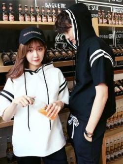 ชุดคู่รักเกาหลี เสื้อคลุมแจ็คเก็ต มีฮู้ด แต่งแถบเส้นแนวอินเทรนด์ มี2สี