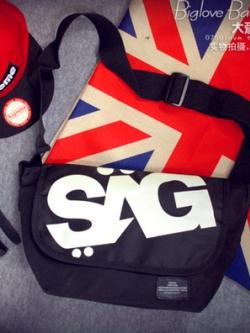 กระเป๋าผ้าใบสะพายข้างแนวเกาหลี สกรีน SAG สีดำ แนวMessenger
