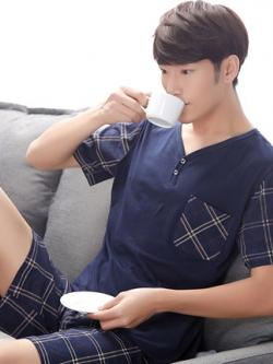ชุดนอนเกาหลี สีน้ำเงินเข้ม แต่งลายสก็อต เสื้อแขนสั้น+กางเกงขาสั้น
