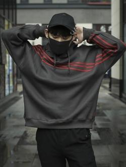 เสื้อฮู้ดแจ็คเก็ตเกาหลี สีเทาเข้ม แต่งแถบเส้นคาด