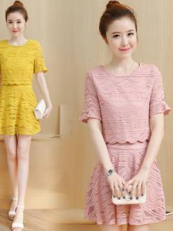 ชุดเซทแฟชั่นเกาหลี แต่งฉลุลายทั้งตัว เสื้อ+กระโปรง มี2สี