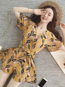 ชุดเซทสีเหลืองเกาหลี แต่งใบไม้ทั้งตัว เสื้อ+กางเกงขาสั้น