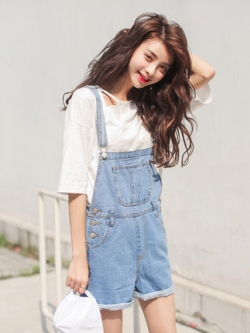 ชุดเอี้ยมยีนส์สีฟ้าเกาหลี กางเกงขาสั้น แต่งกระเป๋าเสื้อ