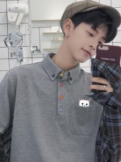 เสื้อโปโลแขนสั้นเกาหลี ทรงหลวม แต่งกระเป๋ารูปแมว มี2สี