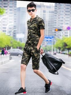ชุดกีฬาเกาหลี ลายพรางทหาร ดีไซน์โลโก้ เสื้อโปโลแขนสั้น+กางเกงขาสั้น มี2สี