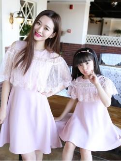 ชุดครอบครัวเซท2ชุด เดรสสั้นสีม่วงชมพู แต่งลูกไม้คลุมหรูหรา