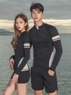 ชุดว่ายน้ำสีดำเกาหลี แต่งแถบ เสื้อแจ็คเก็ตแขนยาว+กางเกงขาสั้น