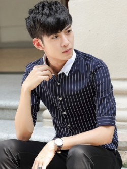 เสื้อเชิ้ตแขนห้าส่วนเกาหลี แต่งลายเส้นตรง ดีไซน์คอปกเสื้อ มี2สี