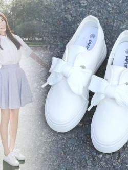 รองเท้าผ้าใบเกาหลี แต่งเชือกผูกรูปโบว์ น่ารักเรียบสวย มี2สี