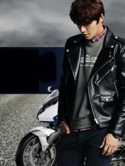 เสื้อแจ็คเก็ตหนังแขนยาวเกาหลี แนวนักแข่งรถ แต่งซิบ ผ้าเนื้อหนา กันน้ำ มี2สี