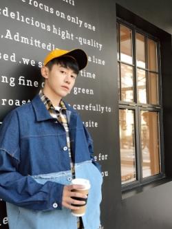 เสื้อแจ็คเก็ตยีนส์เกาหลี สีน้ำเงิน แต่งสีสลับเซอร์ๆ