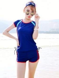 ชุดว่ายน้ำเกาหลี แต่งแถบเส้น เสื้อแขนสั้น+กางเกงขาสั้น มี2สี
