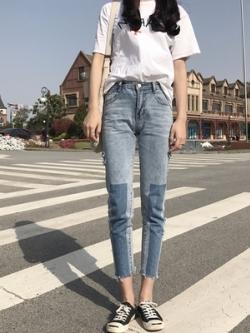 กางเกงยีนส์ขายาวสีน้ำเงิน แต่งลายทูโทน