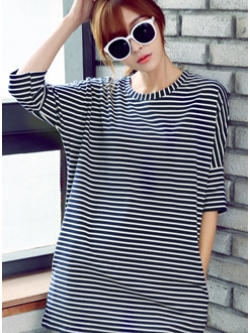 เสื้อแฟชั่นตัวยาวเกาหลี แต่งลายขวาง ลำตัวกว้าง ดีไซน์คอเสื้อ มี3สี