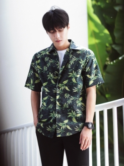 เสื้อเชิ้ตแขนสั้นเกาหลี สีเขียวเข้ม แต่งลายใบไม้ทั้งตัว