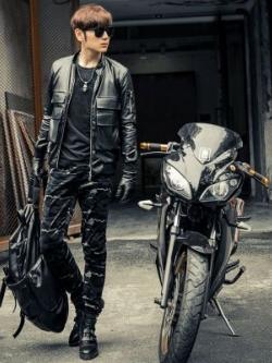 เสื้อแจ็คเก็ตหนังแขนยาวเกาหลี สีดำ แนวนักแข่งรถ แต่งกระเป๋าเสื้อ