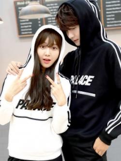 ชุดคู่รักเกาหลี เสื้อฮู้ดแจ็คเก็ตแขนยาว PALACE มี2สี