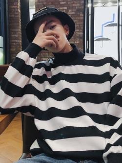 เสื้อแฟชั่นคอเต่าเกาหลี ทรงหลวม แต่งลายขวาง มี2สี