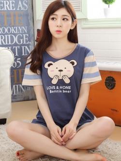 ชุดนอนเกาหลี สีน้ำเงิน แต่งรูปหมีน่ารักด้านหน้า เสื้อแขนสั้น+กางเกง
