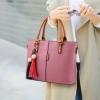 พร้อมส่ง ขายส่งกระเป๋าผู้หญิงถือและสะพายข้าง *แถมพูู่แขวนเพิ่มดีเทลสวยๆ รหัส Yi-2473 สีชมพู 1 ใบ