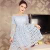 ชุดเดรสสวยๆ ผ้าลูกไม้ถักโครเชต์รูปดอกไม้ สีฟ้า คอเสื้อ ไหล่ และปลายแขนเสื้อ เป็นผ้าโปร่งซีทรูสีฟ้า