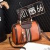 พร้อมส่ง กระเป๋าถือและสะพายข้างผู้หญิง ทรงหมอน แฟชั่นเกาหลี รหัส Yi-156 สีน้ำตาลอมส้ม 1 ใบ*แถมจี้แมว